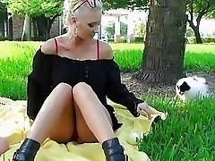 Kissing Lesbians in Pussy Licking Picnic