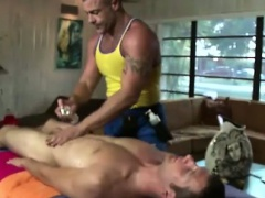 Massage and cock sucking for muscled gay dudes