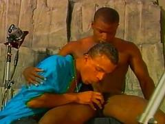 Gay Dude Enjoy Deep Throat Blowjob On Black dick