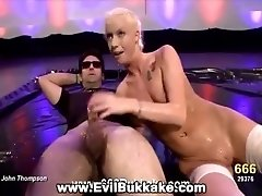 Hottie wants some golden shower before she gets fucked