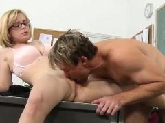 Nerd Teen Gets Her Twat Licked