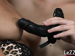 Wet and erotic snatch delights