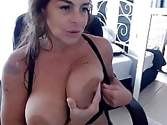 I'm sexy MILF goddess with huge natural boobs