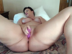 short haired mature mom plays with her juicy pussy