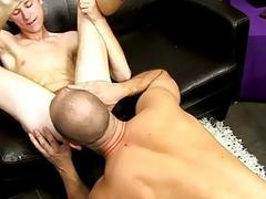 Twink sex Big daddy David Chase goes back to his car, urinated off,