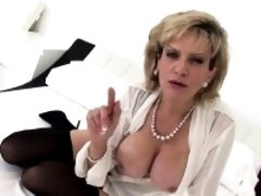Unfaithful uk mature lady sonia reveals her large tits