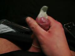 Wichsen und ins Gummi spritzen 2