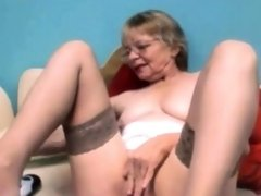 Amateur horny granny fingers pussy