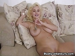 Busty amateur Mariah Lynn loves playing her pussy
