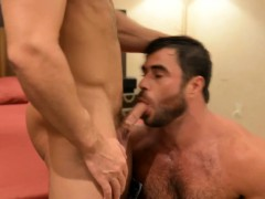 Muscly stud cums fucking