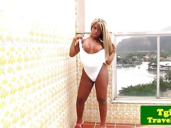 Big booty brazilian tgirl masturbates outdoor