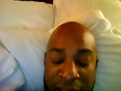 HORNY BLACK DADDY IN BED JACKIN
