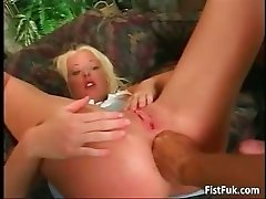 Blonde chick in short skirt fucks part2